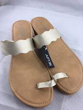 NEW Apt 9 Wedge Heel Flip Flops Gold Slip On Sandals Size Large (9-10)