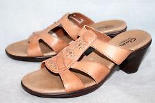 CLARKS Bendables 81968 Wo's 6M Tan Leather T-Strap Sandals Slides Medium Heel