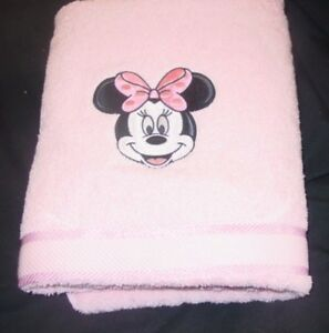 EMBROIDERED BATH  TOWEL  - FACE OF MINNIE