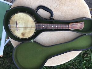 Vintage 1920's Slingerland Maybell Banjo Uke with Period Case Ready to play.