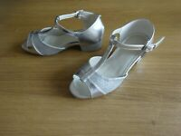 SILVER & SPARKLEY BALLROOM/LATIN LOW HEEL DANCE SHOES GIRLS UK SIZE 12
