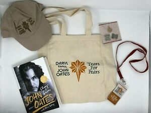 SIGNED HALL & OATES / TEARS FOR FEARS 2017 Tour VIP Limited Merch Book and Bag