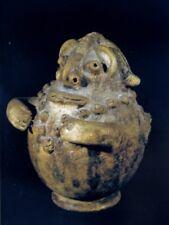 vase terre cuite anthropomorphe 2 (celle avec les bras repliés sur le buste)