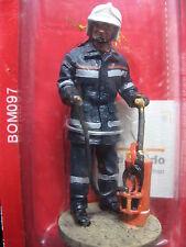 FIGURINE DEL PRADO POMPIER TENUE DE FEU VIENNE AUTRICHE 2004  FIRE FIGHTER