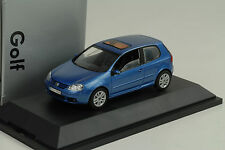 2003 VW Volkswagen Golf V 5 3-door blue metallic 1:43 Schuco Dealer