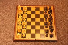 Großes Schachspiel in Holzbox, Schachkassette mit Figuren