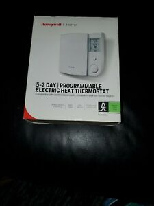 HONEYWELL ELECTRIC BASEBOARD 5-2 PROGRAMMABLE THERMOSTAT RLV4305A