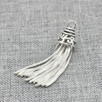 Charmpendant with a 2,5 cm silver tassel