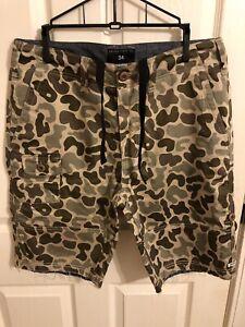 10 DEEP Bubble Camo Shorts Pre-Owned Sz 34