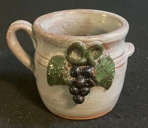 """Signed By North Georgia Artist Mildred Meaders Handled 3 1/4"""" Grapes Cup Mug"""