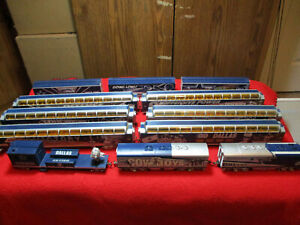 Hawthorne Village HO Scale Dallas Cowboys Express (12) Piece Set EMD F7A Loco