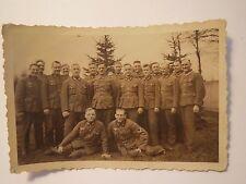 Gruppe Soldaten in Uniform - Abzeichen am Ärmel / Foto