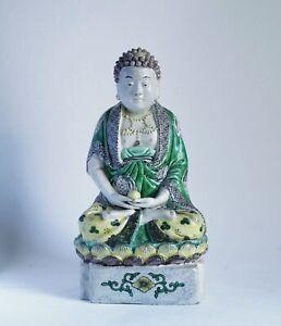 Fine antique Chinese Kangxi (1662-1722) famille verte biscuit Buddha