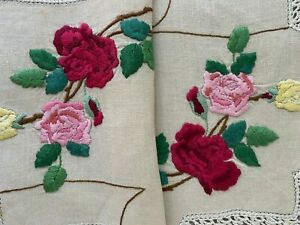 VINTAGE HAND EMBROIDERED CENTREPIECE-STUNNING ROSES