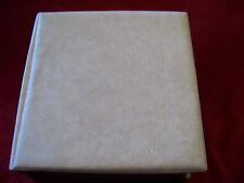 Schallplattenbox für Singles aus Kunststoff  weiß-beige melliert