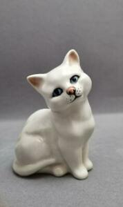 BESWICK WHITE KITTEN/CAT GREEN EYES No.29 AND IMPRESSED MARKS SIGNED