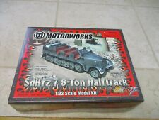 Motorworks Ultimate Soldier 32x 1/32 Plastic Model Kit SD KFZ.7 8-Ton Halftrack