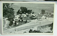 1930s-40s FORT WAYNE INDIANA Postcard of Cabins and Black & White Gas Station