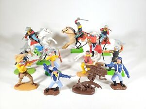 Vintage Britains Deetail Timpo Elastolin Figure Lot 13 Pieces Cowboys Medieval