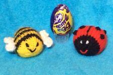 Tejer patrón-Bee y Ladybird Chocolate tapa se ajusta crema de huevo