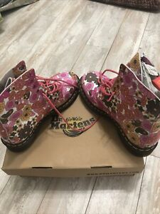 Dr Martens Pascal Vintage Daisy Pink Rose New in Box Rare