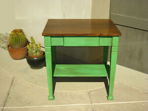 Antique American Oak Wood Mission Table with one drawer
