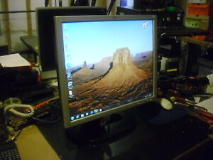 "HP L1925 19"" LCD Monitor, Rotatable Screen, Excellent Condition"