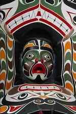 609009 la transformation masque s' ouvre pour révéler le visage d'une photo A4 humaine prin