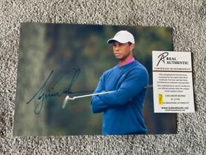 """Authentic Signed  Autographed Tiger Woods 8x11.5"""" Photo w/COA"""