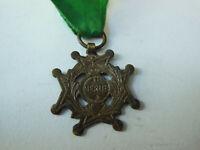 Médaille AU Mérite ancienne étude collection