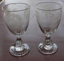 Verres à vin en verre soufflé, gravés