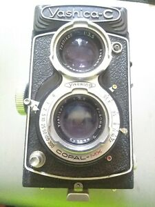 Yashicaflex C  TLR Film Camera  w/Yashikor 80mm .@