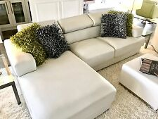 NEW BONDED WHITE LEATHER SOFA WITH CHASE FOR SALE...