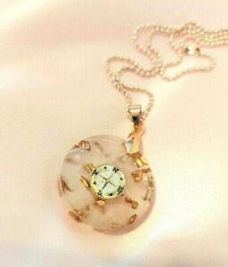 Collar minimalista de oro rosa, rosa de los vientos, cuarzo rosa hecho a mano,