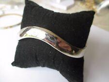 bracelet très joli bijou vintage couleur argent avec décor forme de vague 568