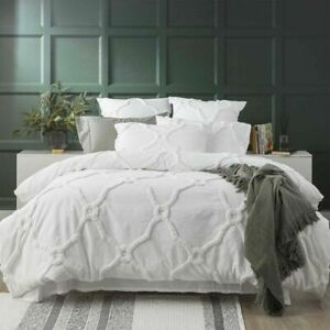 Renee Taylor Moroccan Cotton Chenille Tufted Quilt Cover Set-White