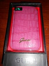 Housse Guess croco Rose Universelle