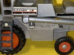 Vintage Ertl Toys Allis Chalmers Gleaner L2 1/32 Diecast
