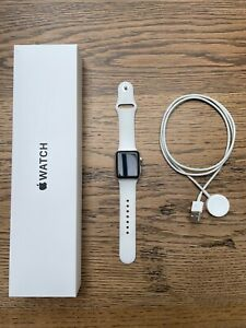 Apple Series 3 38mm Aluminium Case with Sport Band - White - Perfect - Boxed
