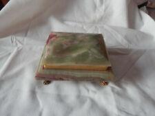 Ancienne boite à bijoux vide-poche en onyx avec pattes de lion en laiton