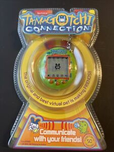 💖TAMAGOTCHI CONNECTION V1 Green 2004.  New. Factory Seeled/unopened