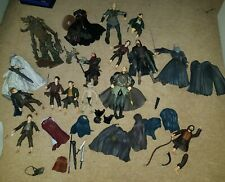 15 LORD OF THE RINGS FIGURES WITH WEAPONS / ACCESSORIES