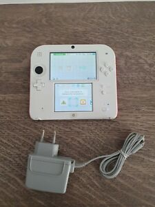 Nintendo 2DS Weiß & Rot Handheld-Spielkonsole (PAL)