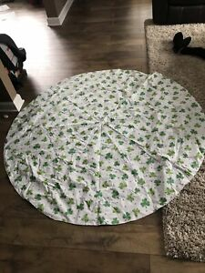 "St. Patricks Day Vinyl Tablecloth, Shamrocks, Green, 64"" Round"