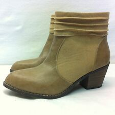 Oakley Suade Leather Tan Beige Ankle Boot Womens Size 8.5M