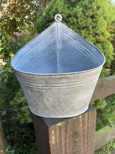 Silver Grey Metal Hanging Wall Pot Holder / Planter / Plant Herb Pot 25cm X 23cm