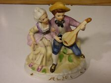 GROUPE COUPLE EN BISCUIT POLYCHROME SCENE GALANTE