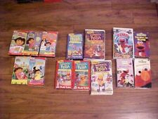 VTG. ASSORTED LOT OF 14 VHS TAPES W/SLEEVES: DORA-ELMO-WINNIE THE POOH