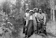 Zar Nicolás II en cautividad con sus hijas 1917 cartel impresión
