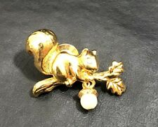 VINTAGE GOLD TONE GLASS EYES FAUX PEARL ACORN SQUIRL OAK TREE BROOCH PIN SIGNED